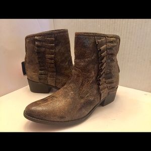 Woman's Betsy Johnson brown leather ankle boots 11